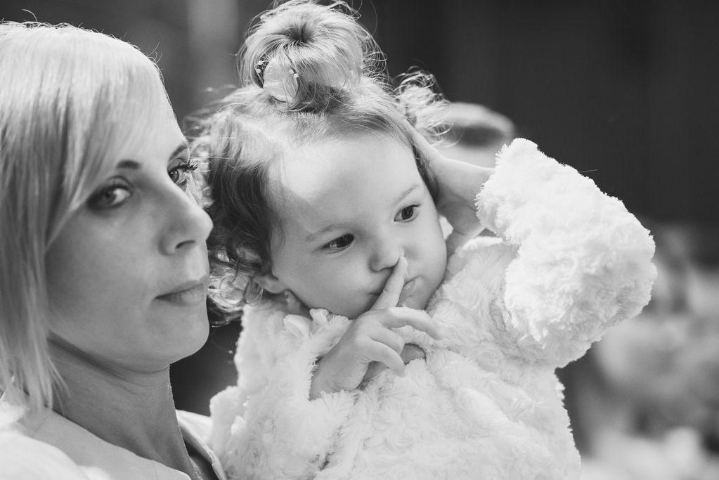 czarno białe zdjęcia z chrztu